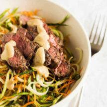 Courgette noodels met sunshine saus en beef | simoneskitchen.nl