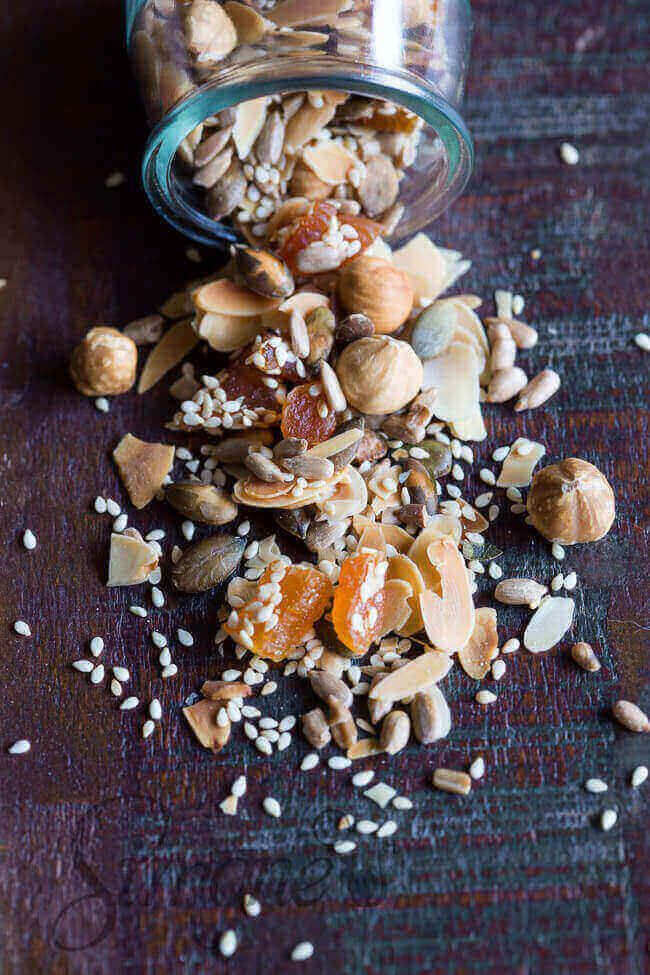 Makkelijke ontbijttopping met noten en zaden   simoneskitchen.nl