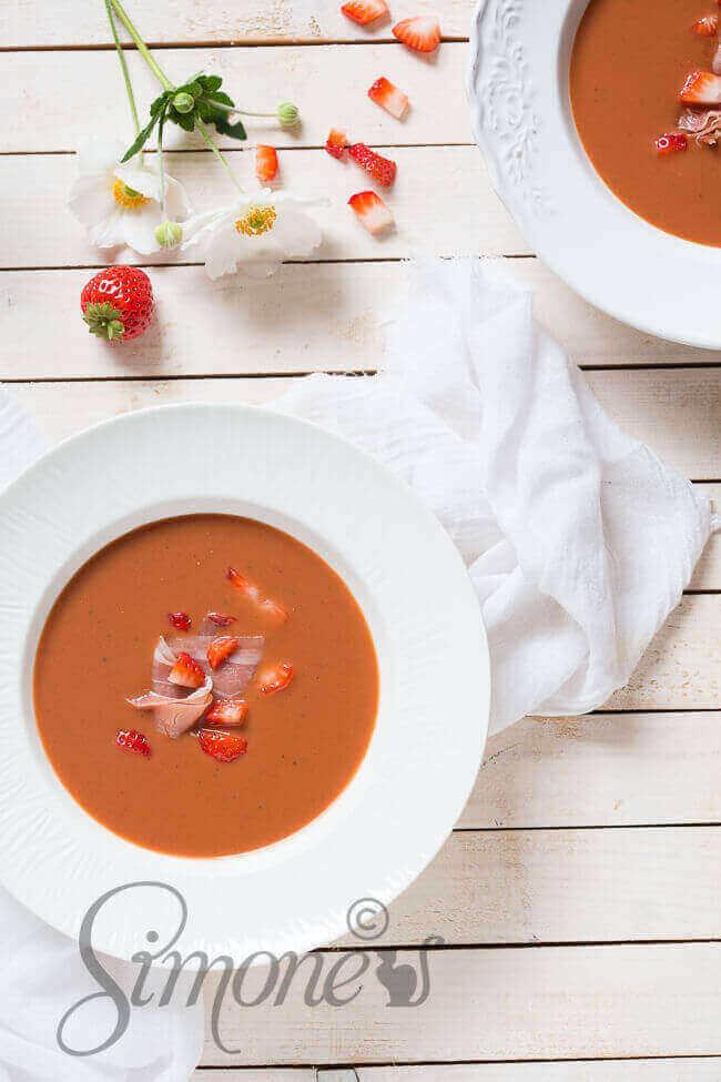 Aardbeien gazpacho met prosciutto | simoneskitchen.nl