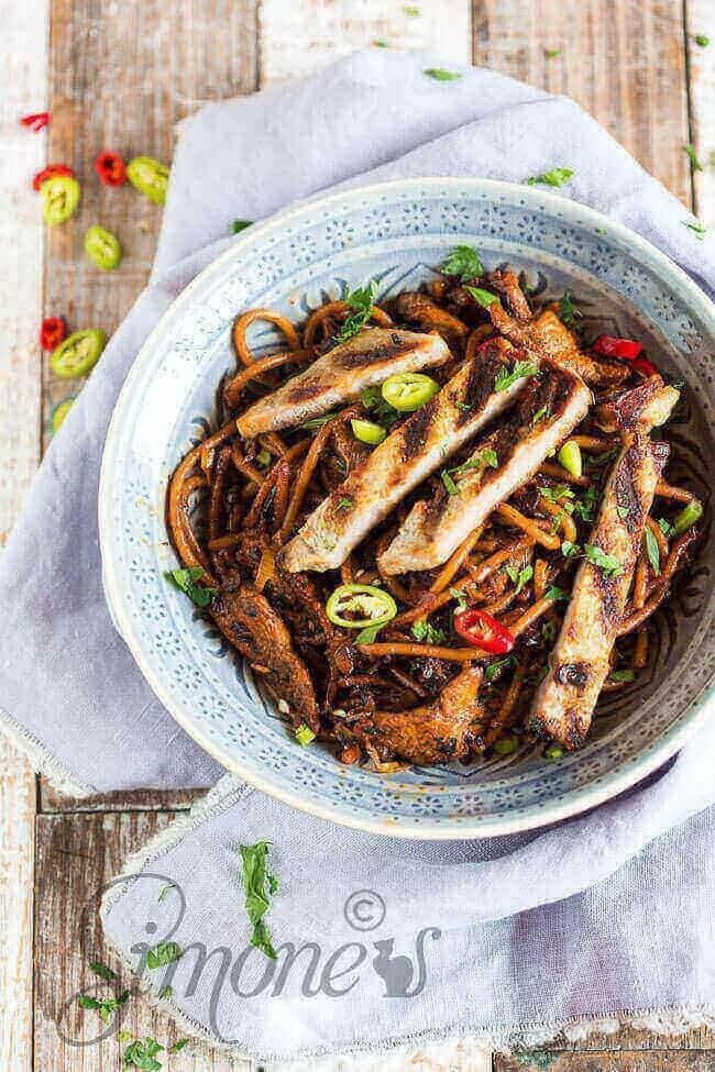 Carribean noodles with chicken and pork | simoneskitchen.nl