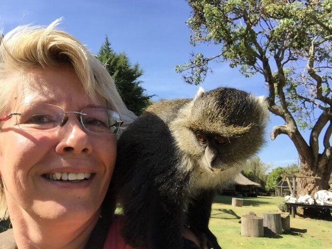 Weet je hoe moeilijk het is om een selfie te maken met een aap op je schouder?