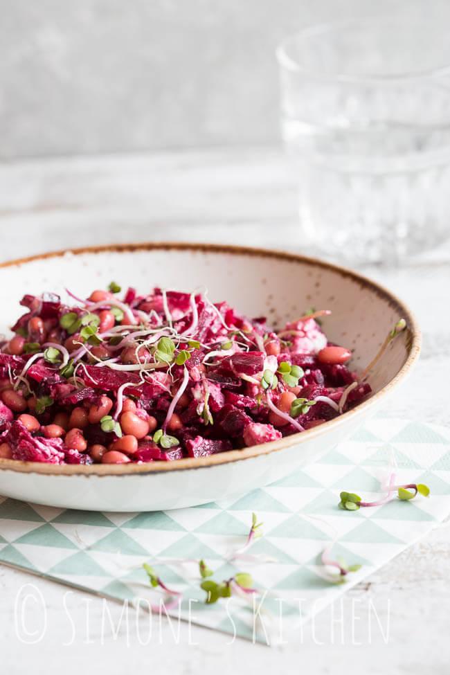 Salade met black eyed peas, rode biet en geitenkaas | simoneskitchen.nl