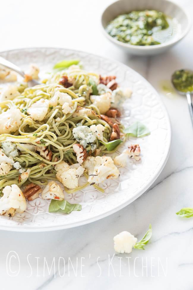 Edamame spaghetti met geroosterde bloemkool | simoneskitchen.nl