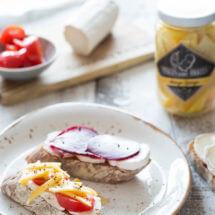 Bruschetta met geitenkaas en pickels voor bikkels | simoneskitchen.nl