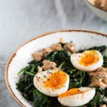 Spinazie met champignons en gekookte eieren | simoneskitchen.nl