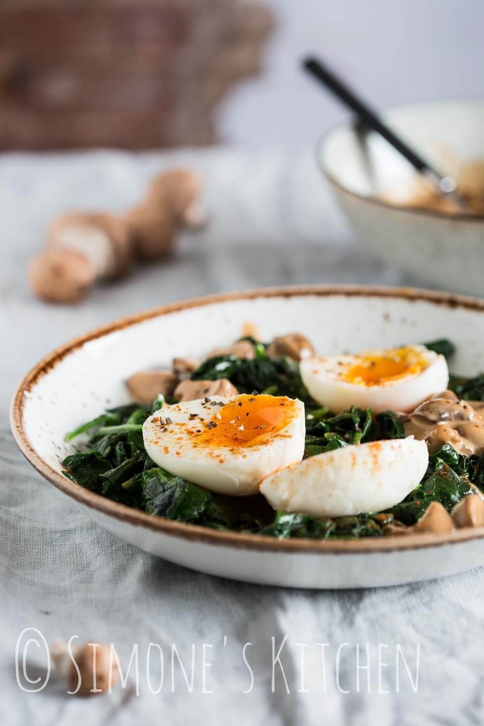 Spinazie met eieren en champignons | simoneskitchen.nl