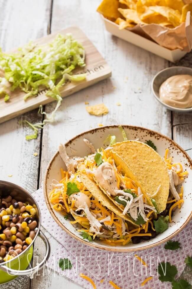 Tacos' gevuld met gepocheerde kip en bonen   simoneskitchen.nl