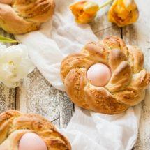 Feestelijke paasbroodjes met een hartige twist | simoneskitchen.nl