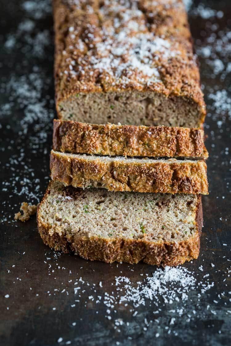 Courgette cake met kokos en banaan | simoneskitchen.nl
