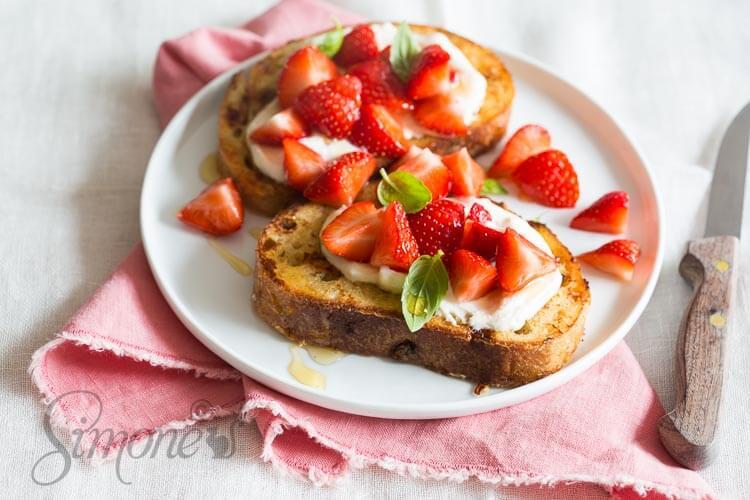 Zomerse wentelteefjes met aardbeien en ricotta | simoneskitchen.nl