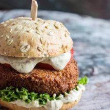 Pittige kroketburger met spaanse worst en mosterd mayonaise | simoneskitchen.nl