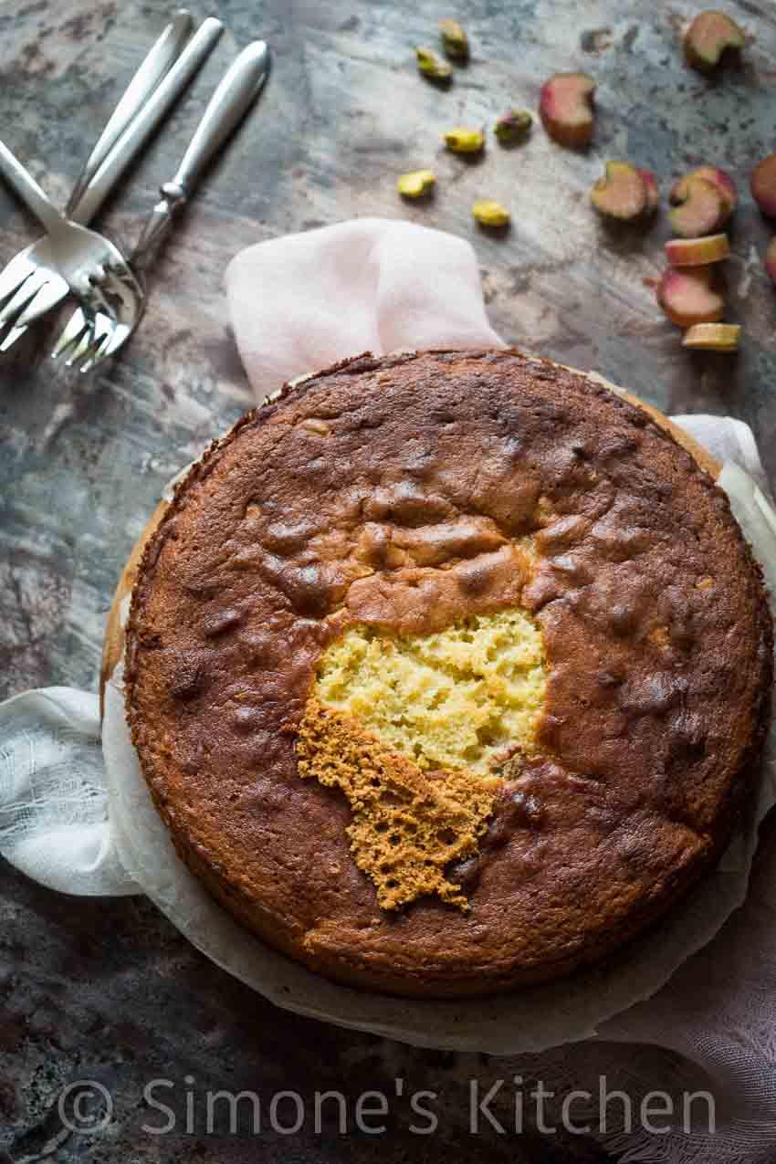 Rabarbercake met pistache | simoneskitchen.nl
