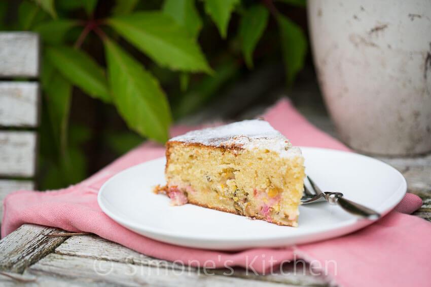 Rabarbar cake met pistachenootjes | simoneskitchen.nl