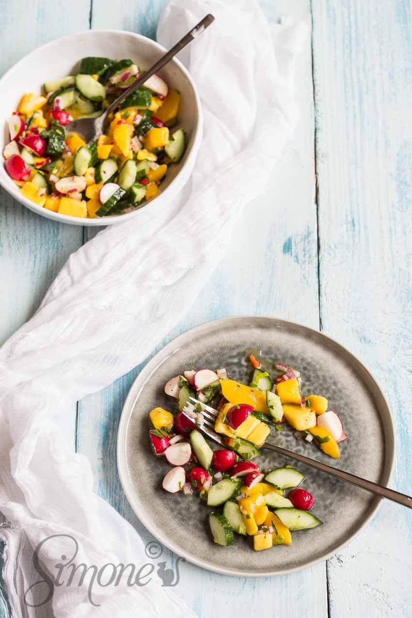 Pittige mango salade met komkommer | simoneskitchen.nl