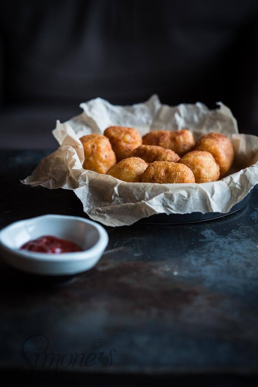 Aardappelkroketjes met hotdog surprise   simoneskitchen.nl
