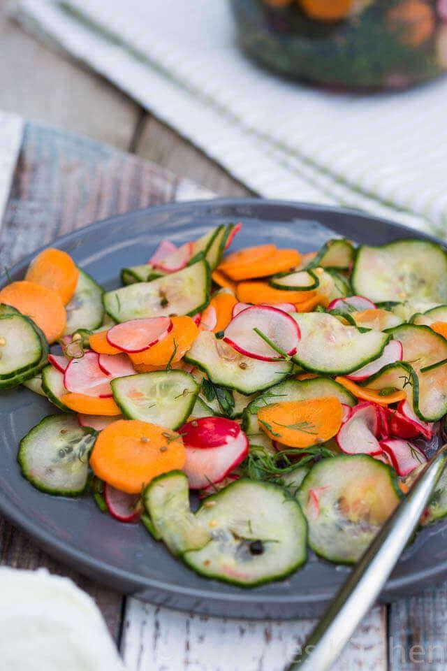 Zuur van de azijn is ook ideaal om groentes in te leggen   simoneskitchen.nl