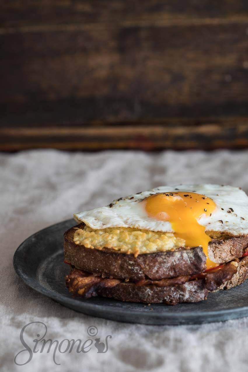 Tosti met bacon en pindakaas | simoneskitchen.nl