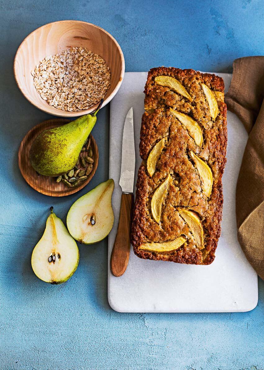 Bananenbrood met peer en kardemom #bananenbrood #lekkermakkelijk #recept #bakrecept #bananenbroodmetpeer #bak