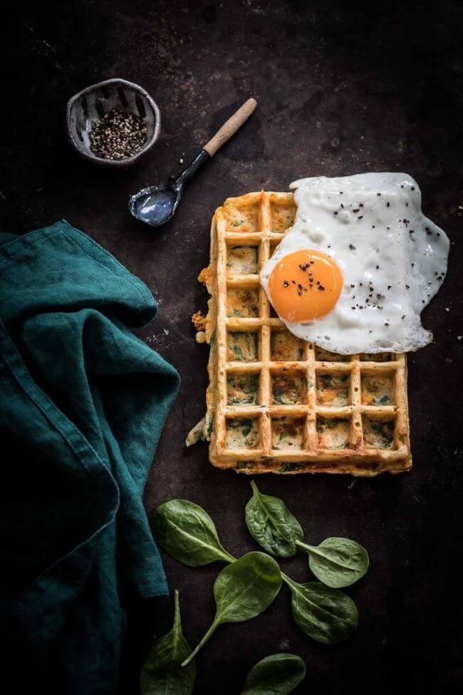 Hartige wafels met spinazie en ei | simoneskitchen.nl