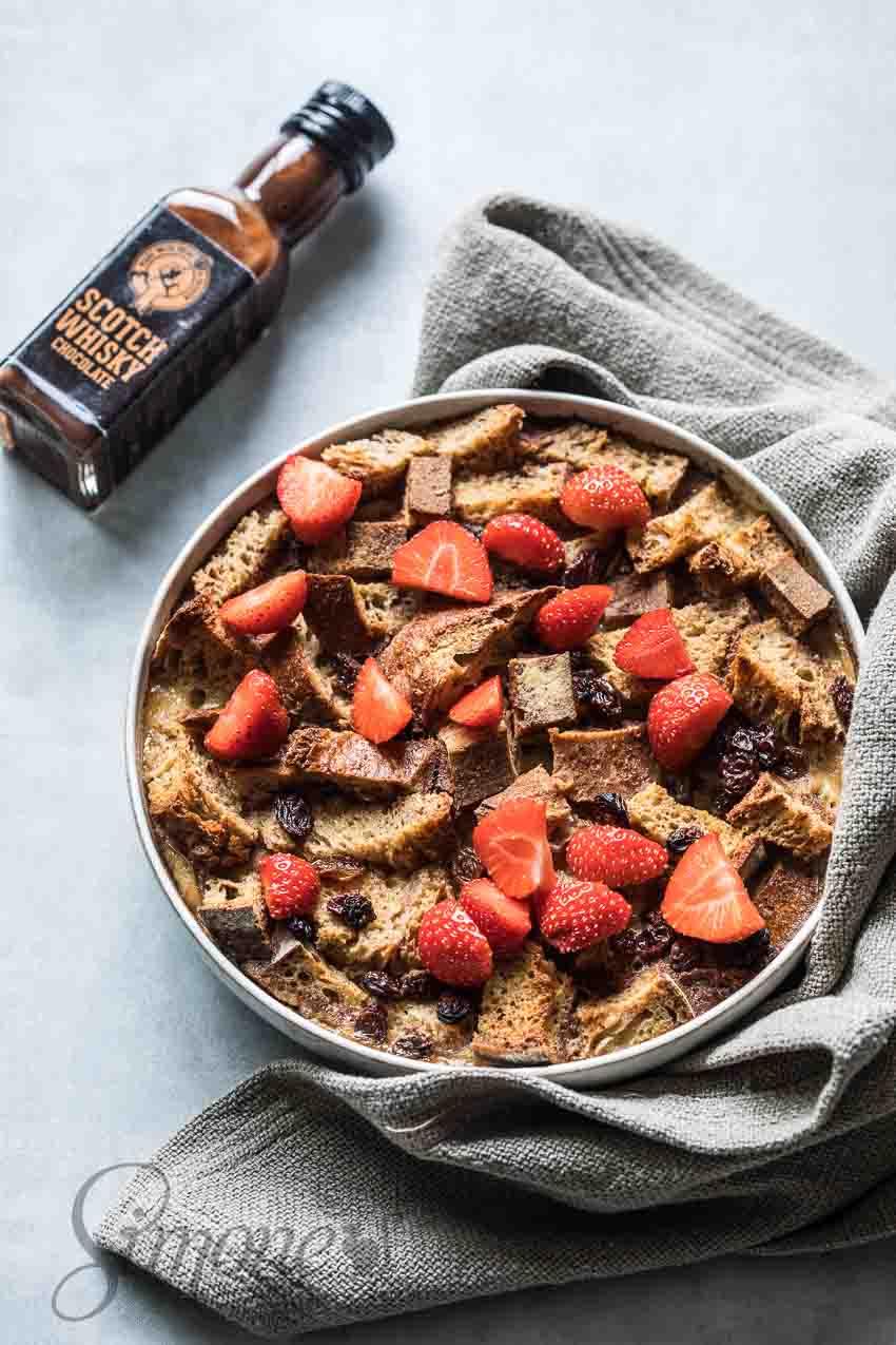Broodpudding met chocolade whiskey saus | simoneskitchen.nl