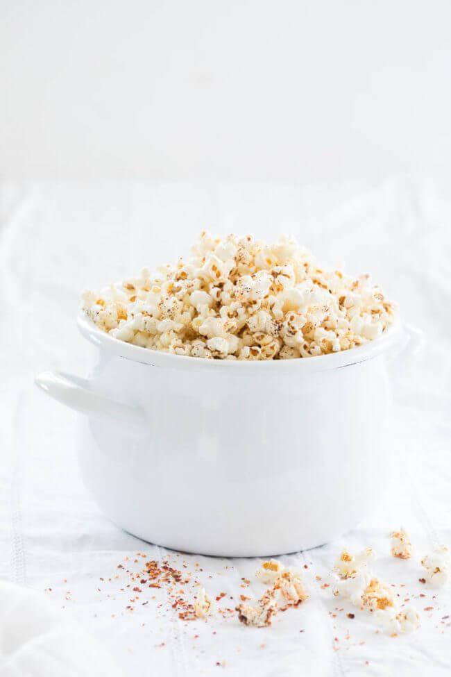 Zelf popcorn maken met chili en chocola   simoneskitchen.nl
