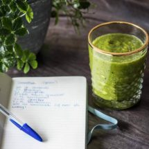Groene smoothie met ananas en papaya | simoneskitchen.nl