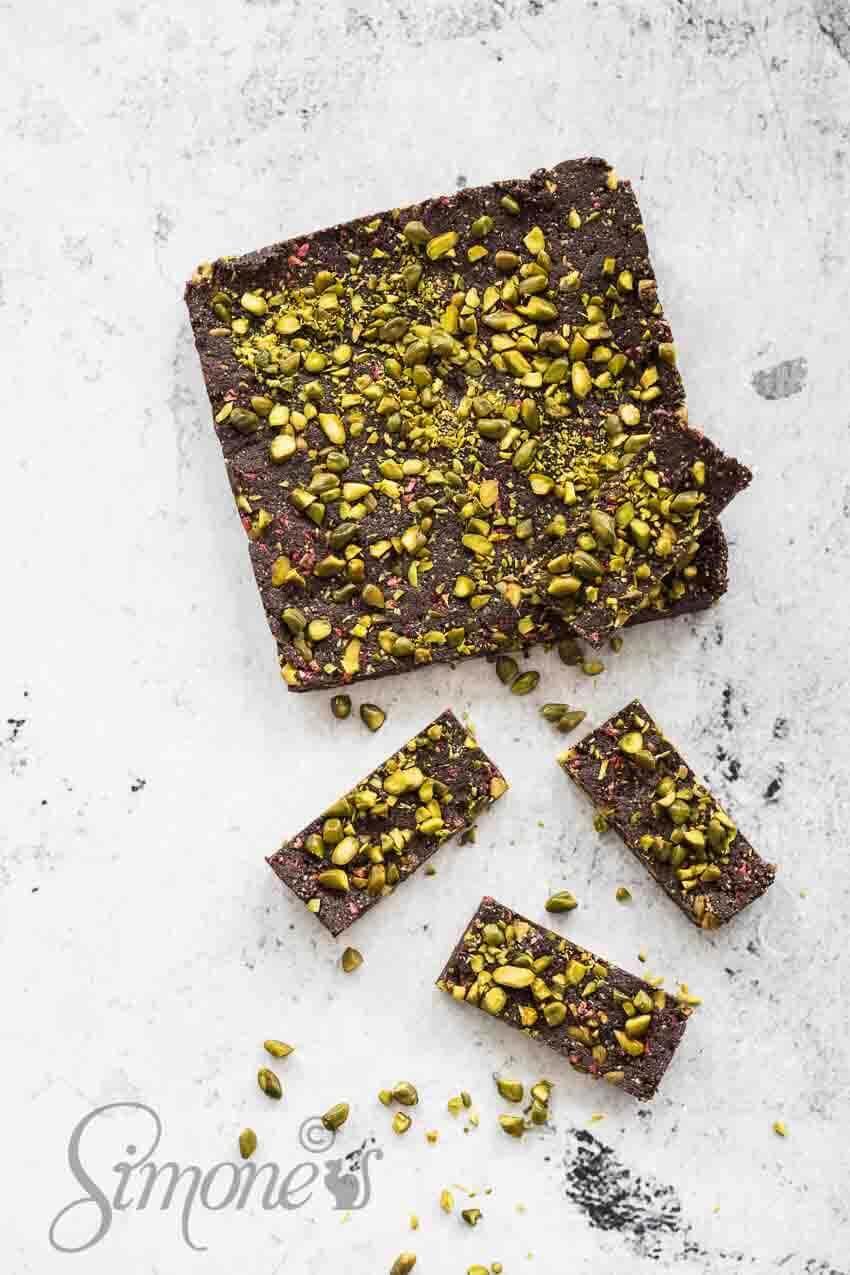 Chocolade cake met pistache en frambozen | simoneskitchen.nl