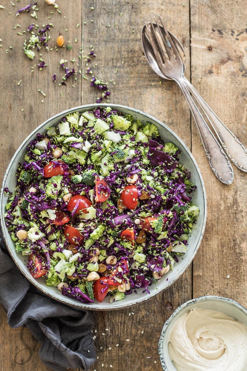 Rodekool salade met tahini dressing | simoneskitchen.nl