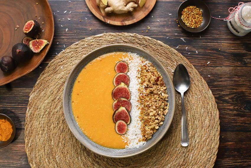 Mango kurkuma smoothie bowl | simoneskitchen.nl