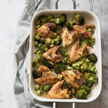 Kippenvleugeltjes met broccoli en spruitjes | simoneskitchen.nl