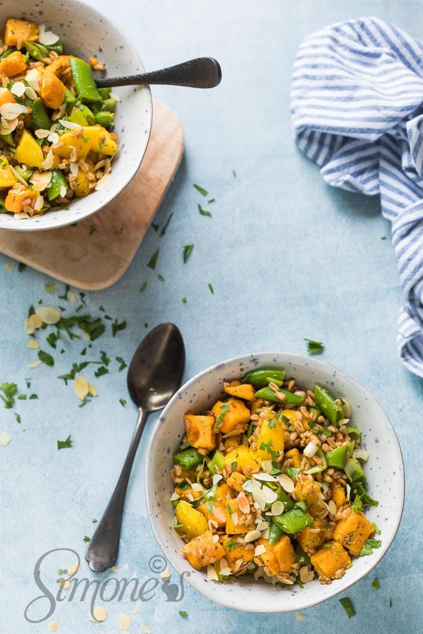 Tropische salade met mango en spelt | simoneskitchen.nl