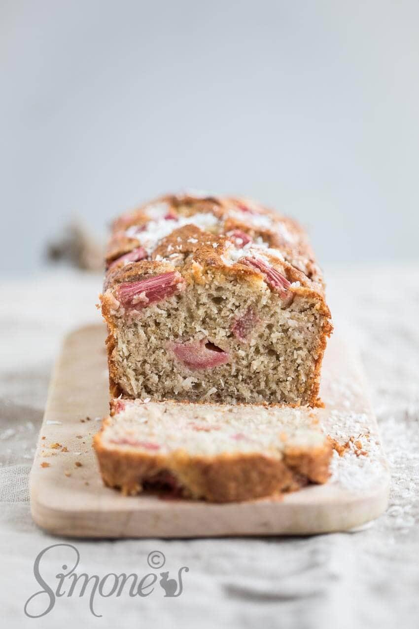 Glutenvrije rabarbercake met kokos | simoneskitchen.nl