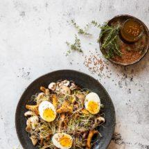 Paddestoelsalade met gekookt eitje | simoneskitchen.nl