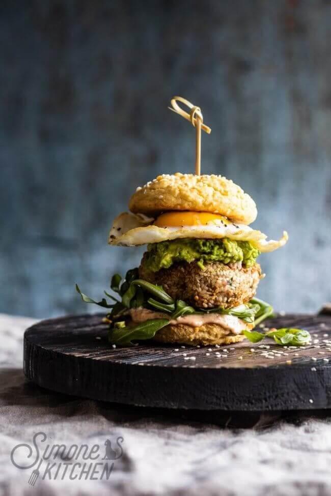 De allerlekkerste kipburger met avocado
