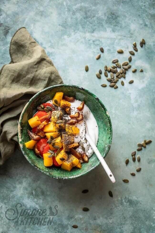 Makkelijke smoothiebowl met kokosyoghurt