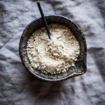 Vegan parmezaanse kaas maken | simoneskitchen.nl