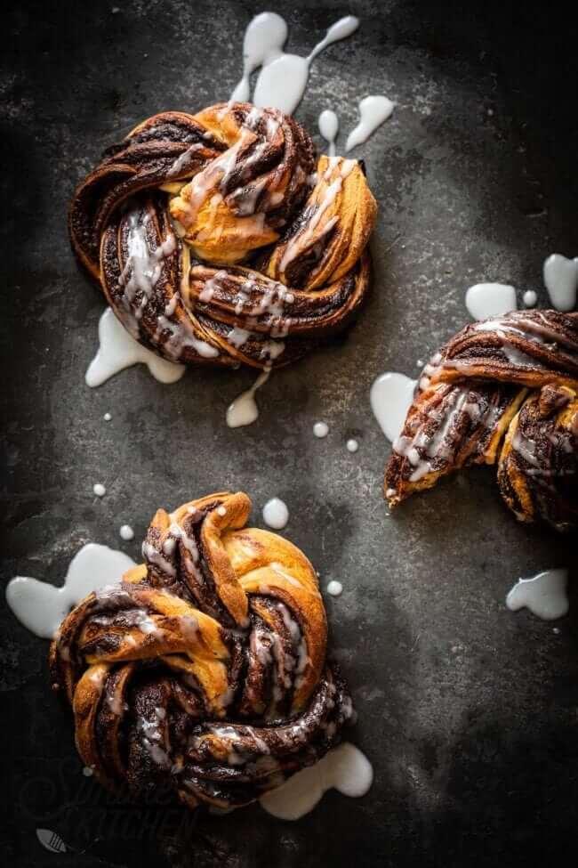 Heerlijke snelle chocoladebroodjes met limoen icing