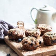 Muffins met blauwe bessen en walnoot