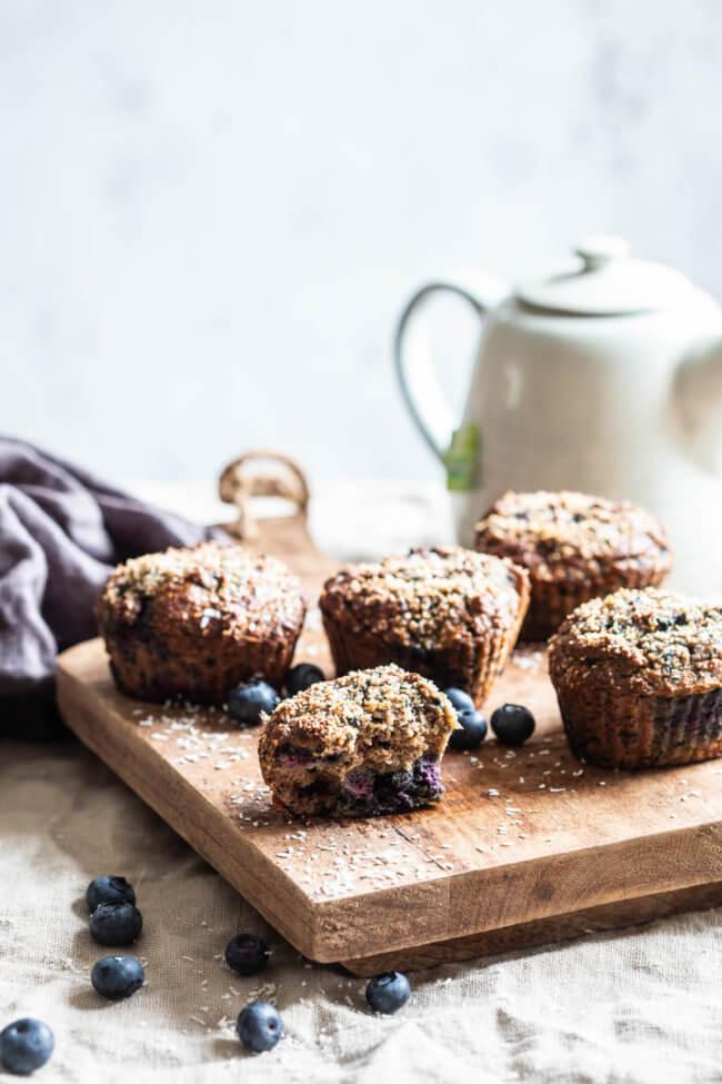 Glutenvrije muffins met blauwe bessen en walnoten