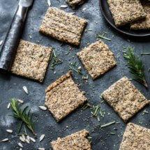 glutenvrije crackers met rozemarijn
