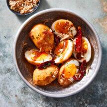 Gefrituurde eieren met tamarindesaus