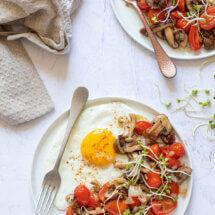 Champignonmix met gebakken ei