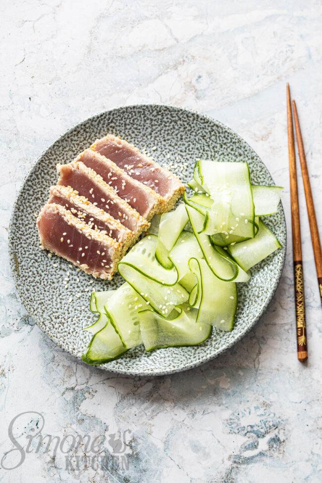 Gebakken tonijn met komkommersalade