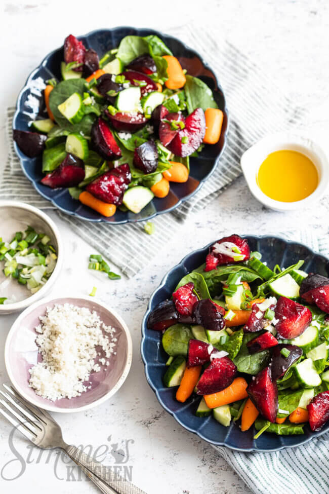 Salade met pruimen en spinazie