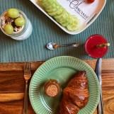 Ontbijt met verse producten.