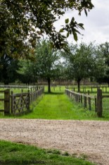 Wimpole Hall in Cambridgeshire pictures - Pathway