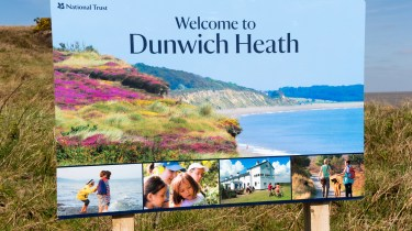 Dunwich Heath Suffolk pictures - The 'Welcome to Dunwich Heath' sign