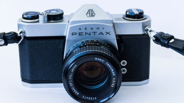 Pentax spotmatic sp1000 front view with lens fitted