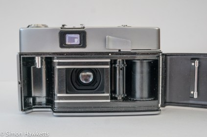 Minolta Uniomat II 35mm rangefinder showing film chamber