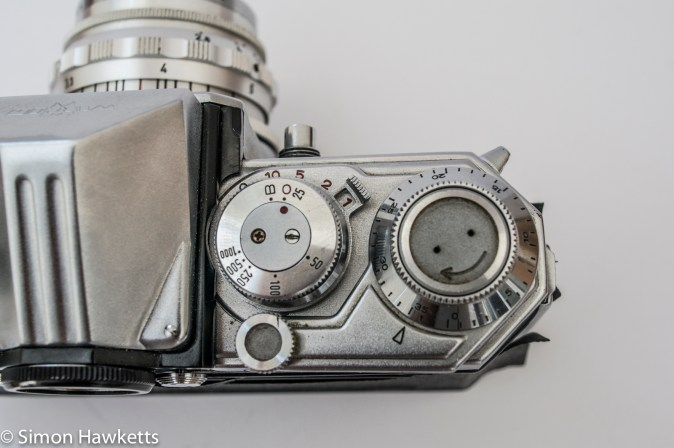 Edixa Reflex D shutter speed and frame advance